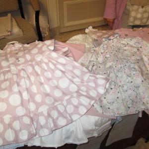 Los vestidos y las camisas para niños fueron los superventas de Athina del mercadillo  de la Fundación Aladina.