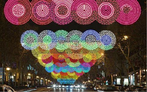 Pasear por las calles de Madrid para ver las luces navideñas es siempre un buen plan. Foto: EP/Ayto.Madrid