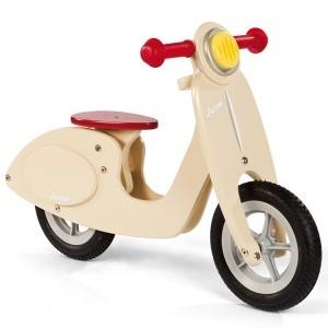 ¿Una vespino para tu peque? Este correpasillos Scooter conquistará a tus niños, y está preparado para que lo usen en casa.