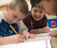 El potencial de los niños es inmenso, sacar lo mejor de ellos es uno de los principales objetivos de estos modelos educativos. Foto en educacion2.0.com
