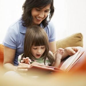 Inculcar a los niños el hábito de leer influirá al niño positivamente en muchos aspectos de su vida.