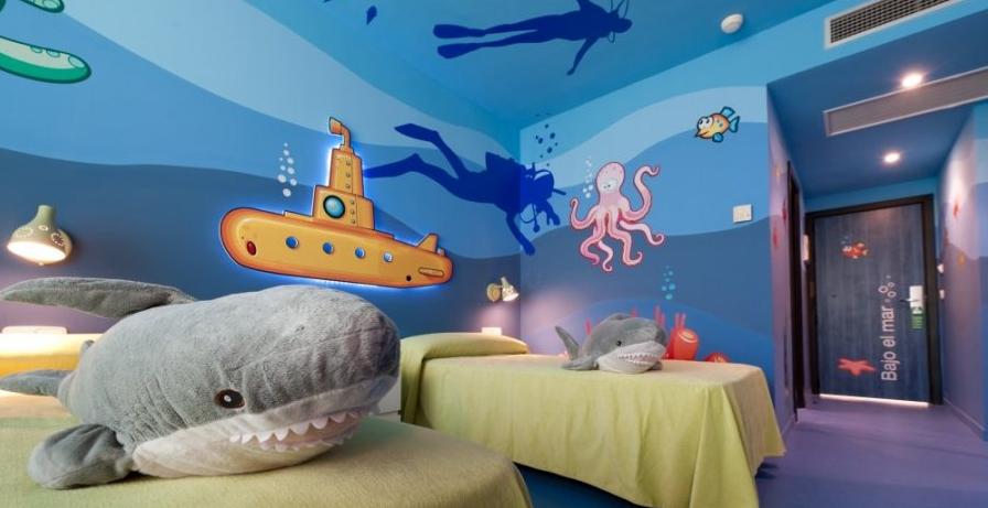 Athina te propone planes y looks para semana santa el for Habitacion de hotel bajo el mar