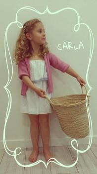Carla, desde Ibiza con el vestido volante grande. Guapísima!!